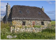 gatekeepers cottage A traditional Scottish croft, by Alan Rolfe From: Images By Alan Stone Cottages, Cabins And Cottages, Stone Houses, Cottage Homes, Cottage Style, Cozy Cottage, Scottish Cottages, English Cottages, Bothy