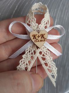 Lace Wedding, Wedding Day, Ribbon Projects, Shabby Chic, Paper Ribbon, Burlap Lace, Diy Bow, How To Make Bows, Fabric Flowers
