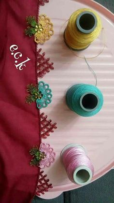 This Pin was discovered by ley Bead Crochet, Crochet Necklace, Crochet Hats, Needle Lace, Needle And Thread, Lace Flowers, Crochet Flowers, Embroidery Patterns, Hand Embroidery