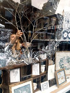 Rosemary Milner at J&B The Shop - Rosemary Milner, window drawing, display… Winter Window Display, Illustration Noel, Store Window Displays, Window Graphics, Display Design, Display Ideas, Window Art, Posca, Vintage Design