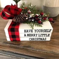 Merry Little Christmas, Christmas Books, Christmas Signs, All Things Christmas, Christmas Wreaths, Christmas Crafts, Pallet Christmas, Xmas, Simple Christmas