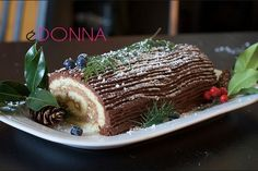 A traditional French Christmas cake. Good looking, the Yule Log (also called Christmas log) is able to delight both the view and the palate of your guests.