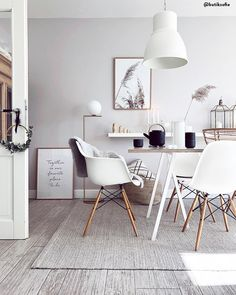 Scandi meets Boho - style mix in Scandinavian! The straightforward modernity of the Scandi style is lightened up with eye-catching boh Dining Room Table Decor, Dining Room Design, Table And Chairs, Old World Furniture, Scandi Style, Scandinavian Style, Boho Style, Boho Bathroom, Aesthetic Room Decor