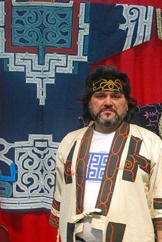 Ainu man, 阿寒アイヌ工芸協同組合 の秋辺日出男さん - http://ameblo.jp/hikaruhawaii/entry-10840851708.html
