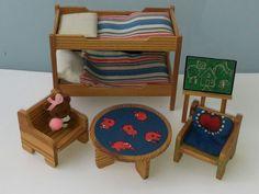 Puppenstube Lundby 70/80er Kinderzimmer Etagenbett Tafel Tisch Stühle in Spielzeug, Puppenstuben & -häuser, Möbel | eBay!