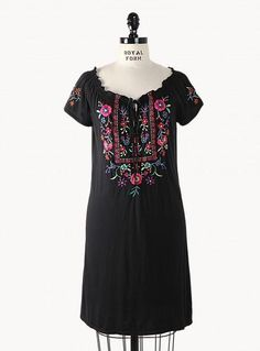 Even those women in heavier side have now a huge option of what clothes to wear. Thanks for plus size boho chic clothes. If you are looking for one, Johnny Was is one of the top brand that offer astonishing plus size boho chic tops, which is mix of t