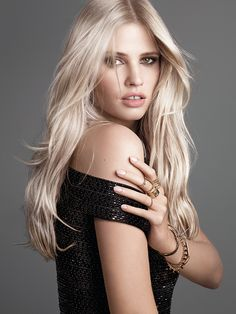 Platinum Blonde Supermodel Makeover With Hair Coloring, Makeup & Wardrobe Tips by L'Oréal Paris. Learn to create a fashion runway look with blonde hair color. Platinum Hair Color, Platinum Blonde, Pure Platinum, Wavy Hair, Blonde Hair, Bleach Blonde, Lara Stone, Cool Blonde, Beauty Magazine