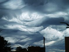 Weather Geeks Champion New Armageddon-Worthy Cloud Undulatus Asperatus (turbulent undulation) Tornados, Thunderstorms, Undulatus Asperatus, Cosmos, Cloud Type, Cloud Atlas, Wild Weather, St Cloud, Storm Clouds