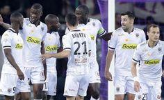 Angers @sco_angers ne lâche pas le Paris Saint-Germain. Les hommes de Moulin enchaînent un sixième succès en Ligue 1 et plongent Toulouse dans le doute. Les Angevins s'accrochent à la deuxième place.