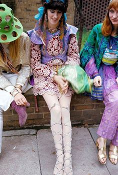 """Swinging London 1967, complete series of photos of the magazine """"Paris Match"""" on the psychedelic fashion in London. October 1967. Jane Birkin appears in two photos. Photos by Philippe Le Tellier (Paris Match)"""