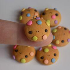 Polymer Clay Kawaii, Fimo Clay, Polymer Clay Charms, Polymer Clay Jewelry, Polymer Clay Disney, Clay Art Projects, Polymer Clay Projects, Cute Crafts, Crafts For Kids