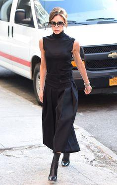 » ヴィクトリア・ベッカム、やはり全身黒!ハイネックノースリーブにワイドパンツコーデ | 海外セレブ&セレブキッズの最新画像・私服ファッション・ゴシップ | Jinclude