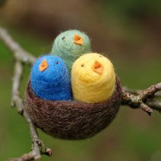 Baby Birds in a Nest Needle Felted: mom, these would look great in an Easter egg tree!