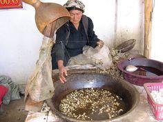 Khotan-fabrica-seda-d02 - Sericicultura - Wikipedia, la enciclopedia libre