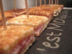 """Tout simple et qui plait toujours, petite idée pour l'apéro ... Niveau: facile Ingrédients: tranches de pain de mie sans bord (9 """"mini croques"""" pour 2 grandes tranches) beurre jambon gruyère râpé sel, poivre Coupez la croûte du pain de mie si besoin.... Mini Sandwiches, Finger Foods, Tapas, New Recipes, Entrees, Brunch, Appetizers, Food And Drink, Cheese"""
