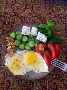 A delicious Persian style brunch. Afghanistan Food, Morning Food, Morning Breakfast, Afghan Food Recipes, Iran Food, Iranian Cuisine, Healthy Eating, Healthy Food, Clean Eating