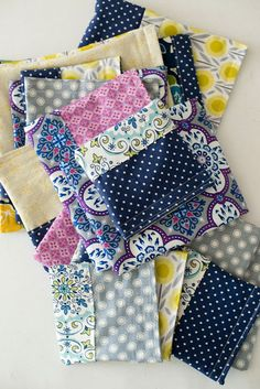 Cottons Reusable Snack Bags Tutorial -make this one Diy Sewing Projects, Sewing Hacks, Sewing Tutorials, Sewing Crafts, Sewing Patterns, Purse Patterns, Sewing Tips, Bags Sewing, Diy Crafts