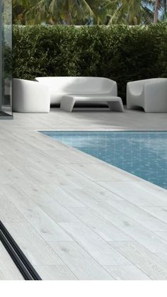 The collections from Exagres easily satisfy the most highly in-demand technical and aesthetic characteristics sought by architects and interior designers today. Pool Paving, Swimming Pool Tiles, Swimming Pool Landscaping, Swimming Pool Designs, Backyard Landscaping, Backyard Pool Designs, Small Backyard Pools, Outdoor Pool, Backyard Ideas