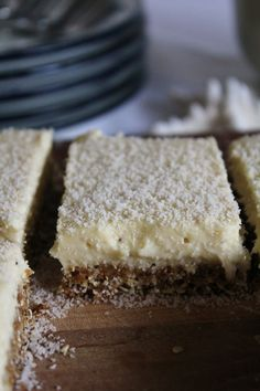 This Rawsome Vegan Life: lemon bars with coconut Base: 3/4 cup oats (or buckwheat groats if you want it gluten-free) 3/4 cup dates 3/4 cup coconut shreds  Lemon layer: 1/3 cup melted coconut oil 1/4 cup maple syrup (or 1 cup dates, but this will change the colour) Juice from 3 lemons 1/2 cup coconut shreds 1 or 2 bananas