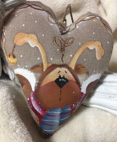 Santa Ornaments, Ornaments Design, Holiday Ornaments, Diy Christmas Gifts, Adult Crafts, Christmas Crafts, Pintura Country, Country Paintings, Christmas Paintings