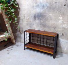 古材板を使用したアイアンラックです。無垢の板はオイルで仕上げ、アイアンフレームにアイアイ塗料を塗って深みのある仕上となっています。W47 x H30 x D1...|ハンドメイド、手作り、手仕事品の通販・販売・購入ならCreema。
