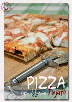 """Bolli bolli pentolino: Pizza in teglia impastata con il lievito """"fujuto"""" e cioè con l'acqua di governo della mozzarella di bufala campana"""