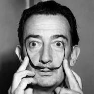 Es un el retrato de Dalí. Es un pintor de Español. Nació end 1904. El padre de los surrealistas.