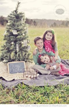 I Heart Faces Christmas Photo Session Inspiration - I'm thinking this set up for Christmas minis next year!