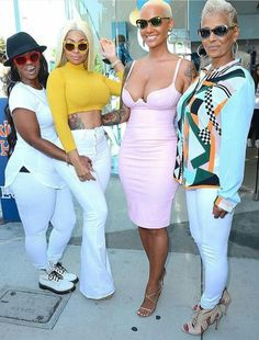 Blac Chyna and Amber Rose posing with their mothers.