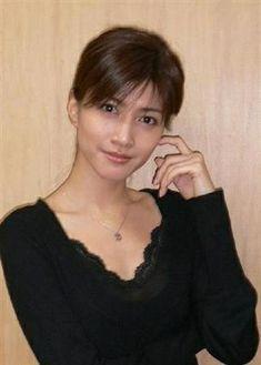 内田有紀 Japanese Beauty, Japanese Girl, Asian Beauty, 1920s Hair, Taylor Swift Pictures, Asian Woman, How To Look Better, Short Hair Styles, Fashion Photography