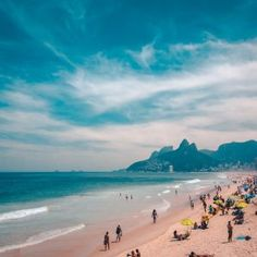 Only have 3 days in Rio? Check out this amazing Rio de Janeiro itinerary that will help you make the most of one of Brazil's most vibrant cities! Water Shoot, Angeles, Paraiso Natural, Sunny Beach, Top Travel Destinations, Amazing Sunsets, Family Outing, Beaches In The World, Most Beautiful Beaches