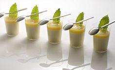 Panna cotta mit Äpfel und Vanille aus Madagaskar im Glas