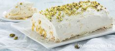 Een heerlijke glutenvrije rol van zachte meringue met een vulling van mascarpone, lemoncurd en pistache Meringue Recept, Swiss Cake, Mousse, Baking Recipes, Dessert Recipes, Lemon Desserts, Lemon Curd, Recipe For 4, Pavlova