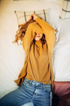 THE HARLOW KNIT SWEATER IN MUSTARD// SWEATERS// WOMENS CLOTHING// FALL OUTFITS