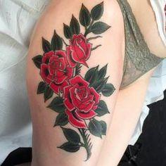 Ramo de rosas no quadril