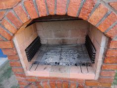 Pe Langa Casa: Gratar de Gradina Rustic din Caramida Grill Outdoor, Grill Gazebo, Outdoor Kitchen Patio, Pizza Oven Outdoor, Bbq Kitchen, Outdoor Fireplace Designs, Backyard Fireplace, Built In Braai, Balcony Grill Design