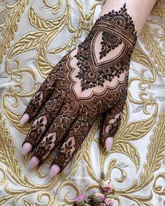 Amazing Eid Mehandi Designs for Beautiful Girls – Mehndi Designs 2020 Finger Henna Designs, Mehndi Designs For Girls, Mehndi Designs For Beginners, Mehndi Designs 2018, Dulhan Mehndi Designs, Mehndi Designs For Fingers, Wedding Mehndi Designs, Unique Mehndi Designs, Mehndi Design Pictures