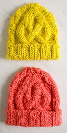 Selv om kabler (snoninger) ser indviklede ud, er de faktisk ikke så svære at strikke. Denne hue er den perfekte chance for at øve dig. Den findes både i voksen- og i børnestørrelse. Læs mere ...