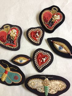 azumisakata works moth and heart brooches embroidery 2013 ©Azumi Sakata Embroidery Hearts, Hand Embroidery Patterns, Beaded Embroidery, Embroidery Stitches, Embroidery Designs, Geometric Embroidery, Embroidery Works, Textile Jewelry, Fabric Jewelry