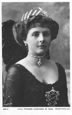 Nieta: HRH Princesa Alice de Albania (1883-1981) (Condesa  de  Athlone), Hija del príncipe  Leopold