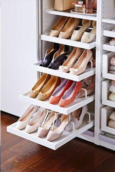 Increible tip para que organices tus zapatos. Aprovecha el espacio con este tip para guardar zapatos. #organizar #zapatos #vestidor