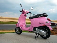 Pink Vespa-- just needs a basket for Fionna! Pink Moped, Pink Vespa, Vespa Girl, Scooter Girl, Cute Pink, Pretty In Pink, Vespa Super, Vespa 150, Pink Motorcycle
