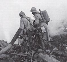 WW1, soldats français équipés de lance-flammes