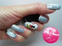 Let It Snow Nails                                         http://ma-nails.co.uk/let-snow-nails/