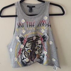 Forever 21 crop top Size small! Only worn twice. Forever 21 Tops Crop Tops