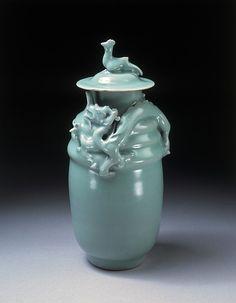 Funerary jar for grain offerings, Longquan ware, 1128-1279, Zhejiang, China, Northern Song dynasty.   北宋