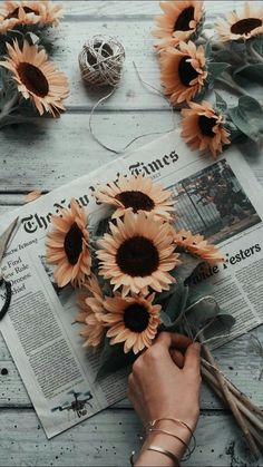 ▷ swag image ideas to use as desktop wallpaper- ▷ 1001 + idées d'image swag à utiliser comme fond d'écran cool Orange flowers, sunflowers in a bouquet on a newspaper, photo of girl swag, to have confidence in oneself - Wallpaper Keren, Tumblr Wallpaper, Cool Wallpaper, Wallpaper Quotes, Painting Wallpaper, Painting Canvas, Canvas Art, Wallpaper Backgrounds, Trendy Wallpaper