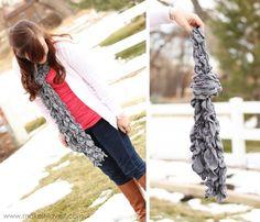 randomly shirred and stretchy scarf Diy Scarf, Ruffle Scarf, Scarf Tutorial, Cute Scarfs, Sewing Tutorials, Sewing Hacks, Sewing Crafts, Sewing Projects, Sewing Clothes