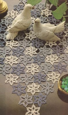 "# 110 Mouse per Crochet ""Patchwork Star"" Patchwork Table Runner, Crochet Table Runner, Crochet Tablecloth, Crochet Doilies, Crochet Flowers, Filet Crochet, Crochet Shawl, Crochet Stitches, Diy Crafts Crochet"