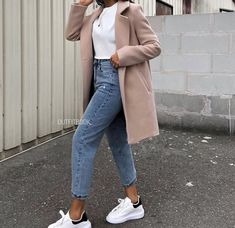 Discover recipes, home ideas, style inspiration and other ideas to try. Casual Winter Outfits, Classy Outfits, Stylish Outfits, Winter Fashion Outfits, Look Fashion, Jeans Rock, Teenager Outfits, Muslim Fashion, Mode Outfits